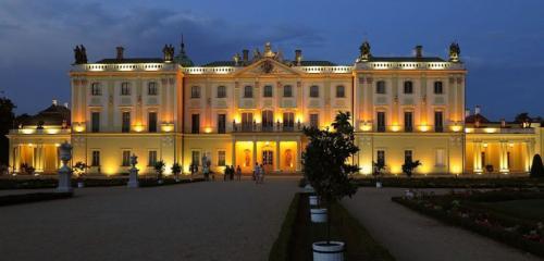 Pałac Branickich o zmroku